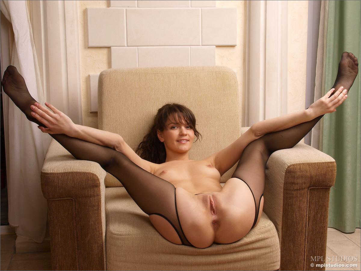 razdvinutie-nozhki-golie-foto