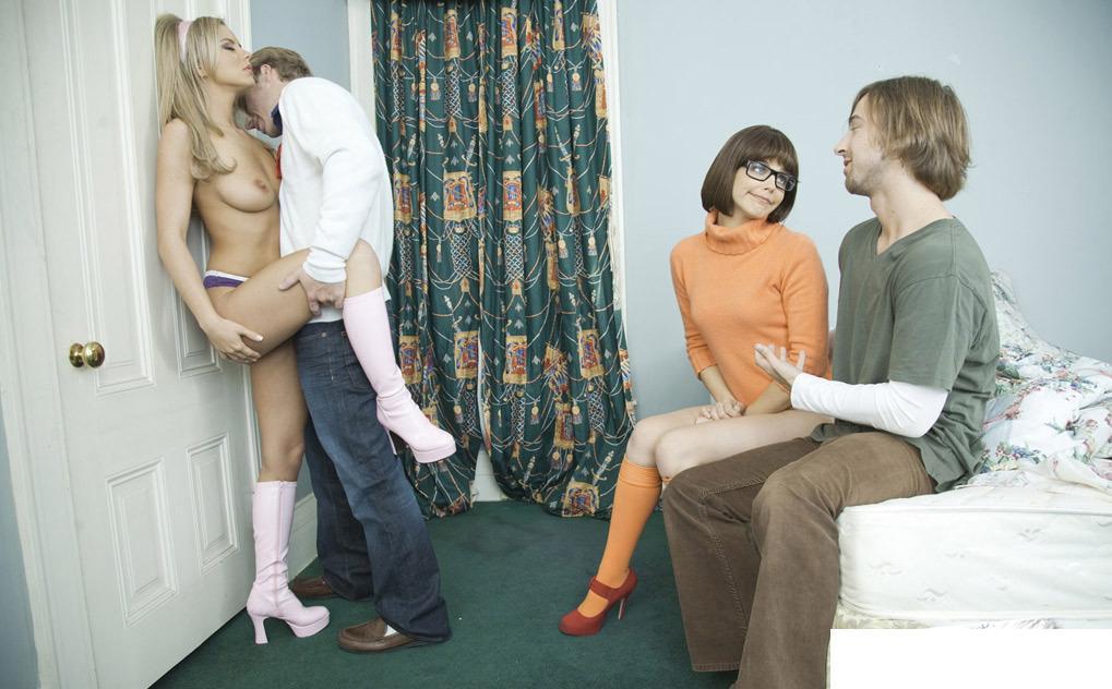 Download Bree Olson, Bobbi Starr Scooby Doo A XXX Parody.