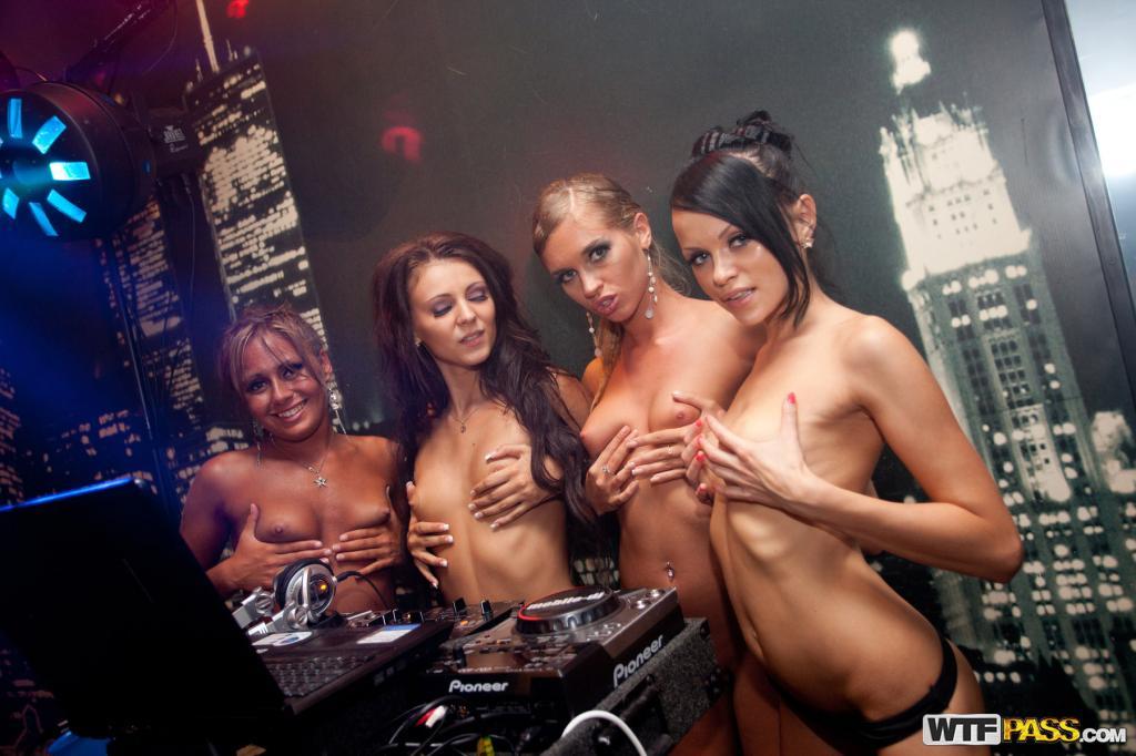 Русский порна в клубе 3 фотография