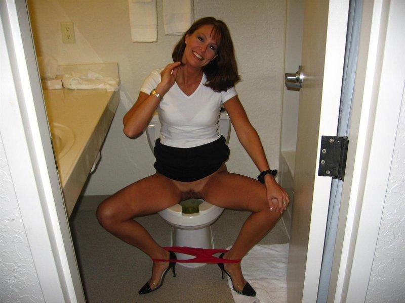 podsmatrivat-v-zhenskom-tualete