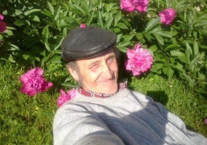 Или кто за него фотки в соцсети закинул. .  Но прикольный дед из Латвии моментально стал...