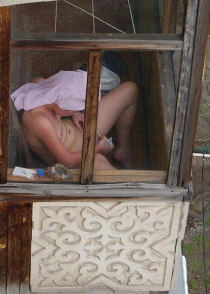 фото подглядывание за соседкой