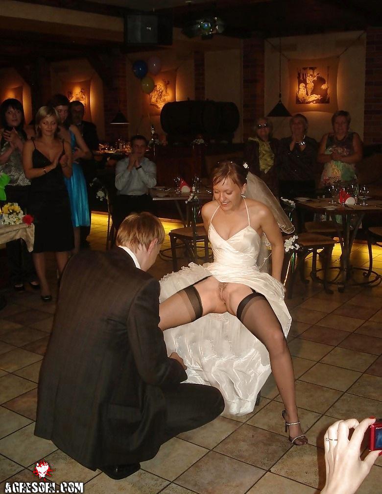 Интим конкурс на свадьбе невеста расставила ноги и показала мужу свою проме