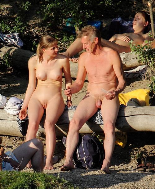 голых семейное фото