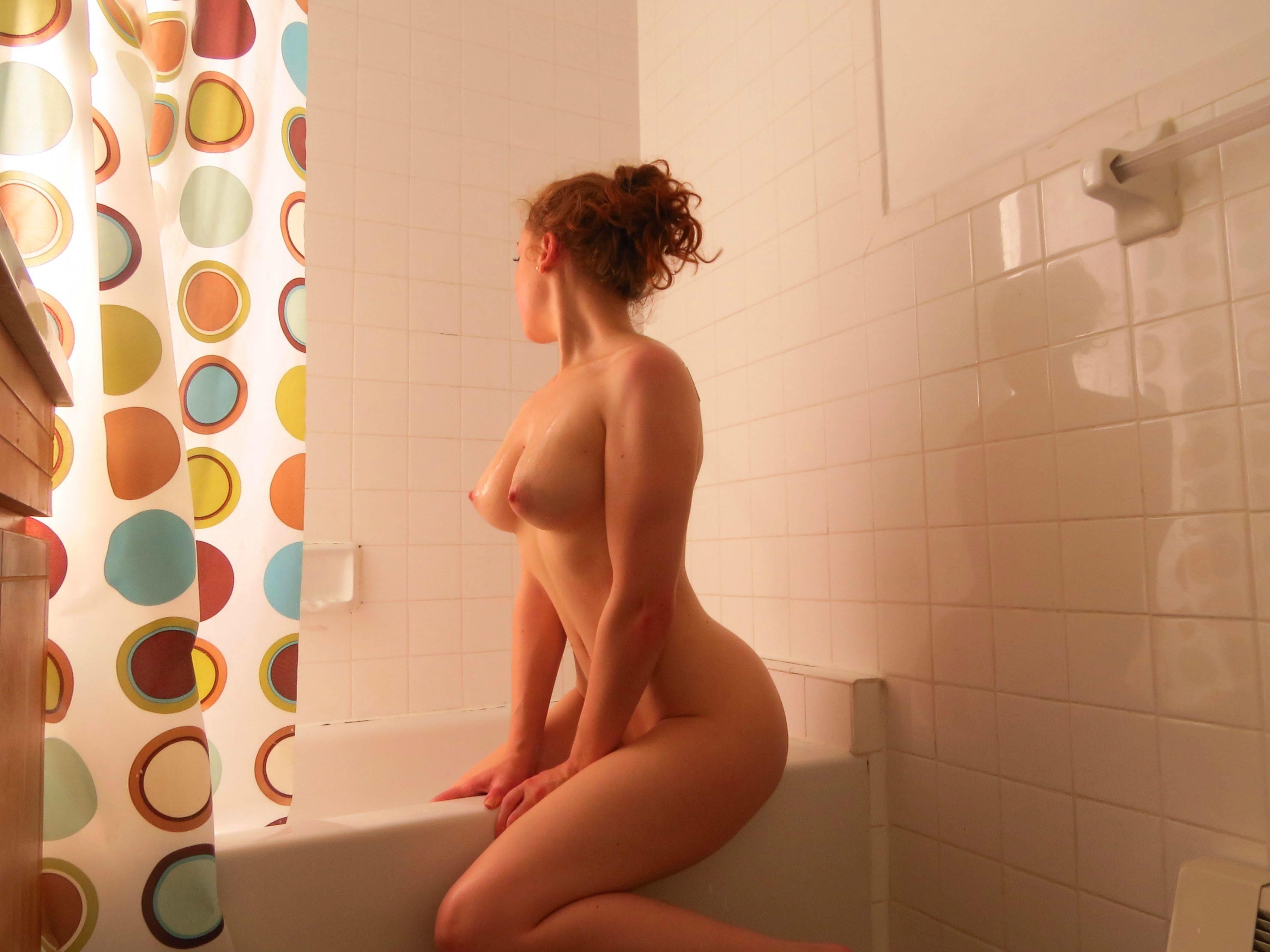 Убирает голой онлайн, Убирается голая дома - видео 13 фотография