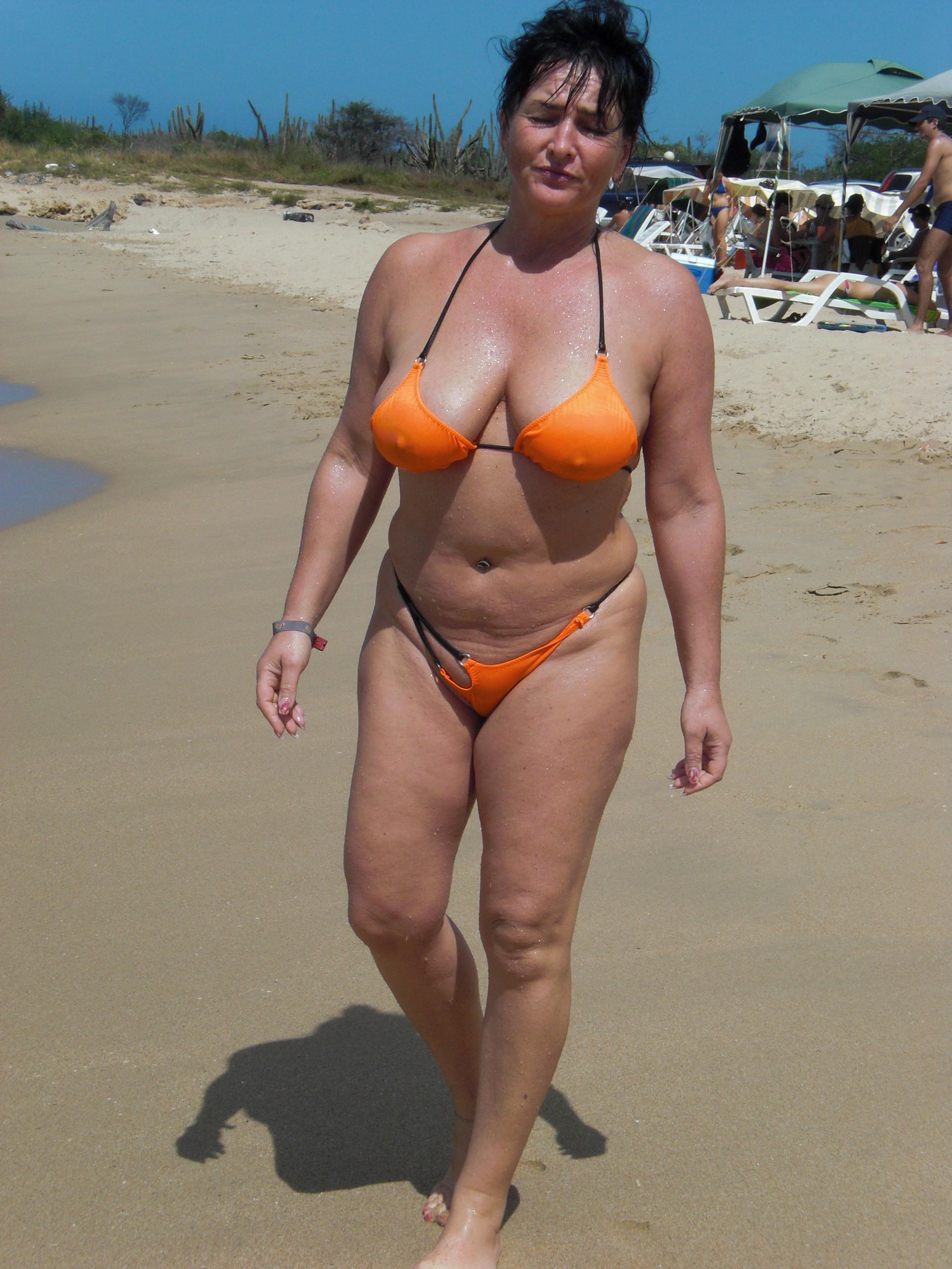 Фото женщин зрелых в купальниках 8 фотография