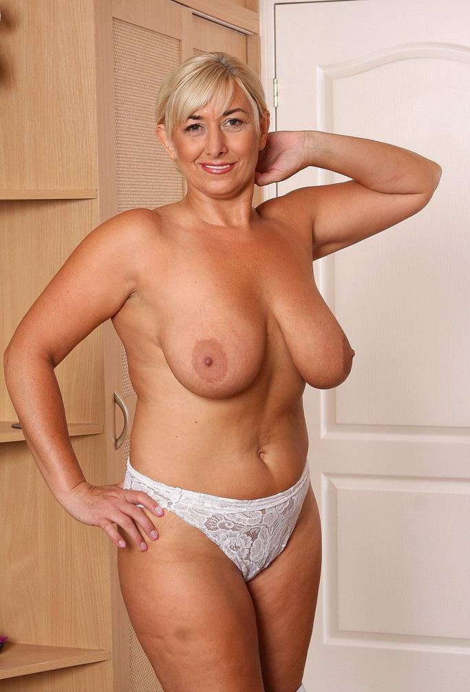 голые дамы постарше фото