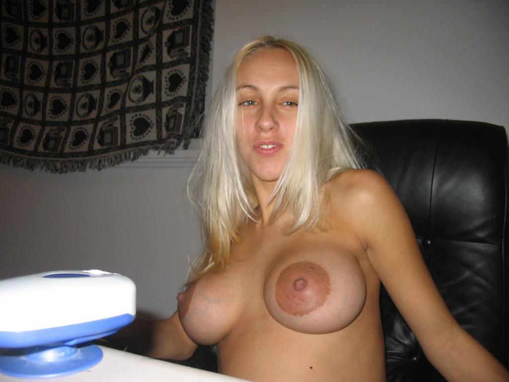 большие соски у блондинки