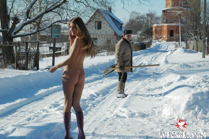 zimoy-ona-golie
