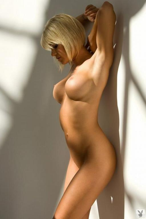 www девушка с голым телом фото