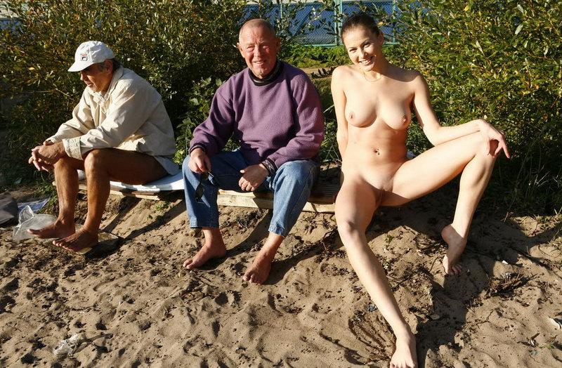голыеженщины прилюдно фото.